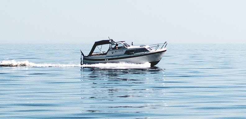 white-boat-on-sea-1106412-1-2
