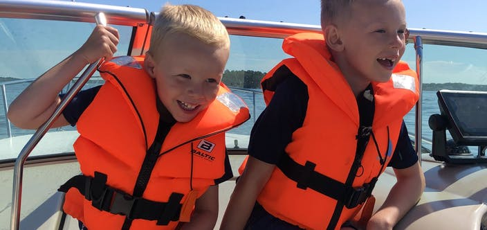 Barn i båten